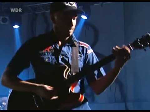 Rage Against The Machine - Guerrilla Radio (The Battle Of Dusseldorf 2000)