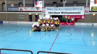 preview picture of video 'Heiratsantrag bei den Floorballern des UHC Döbeln'