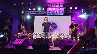 Lukas Graham   You're Not The Only One (Redemption Song) LIVE At Eastwood, Manila