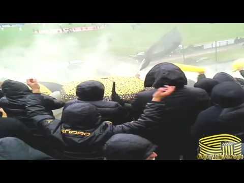 """""""Hinchada de Peñarol vs Gallina [15/5/2016]"""" Barra: Barra Amsterdam • Club: Peñarol"""