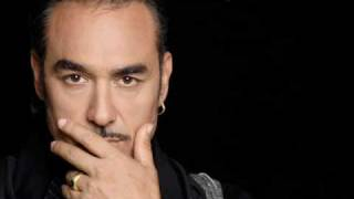 Notis Sfakianakis - Den Eimai San Tous Allous (with Lyrics)
