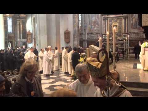 Croce e sangue, le reliquie del Papa