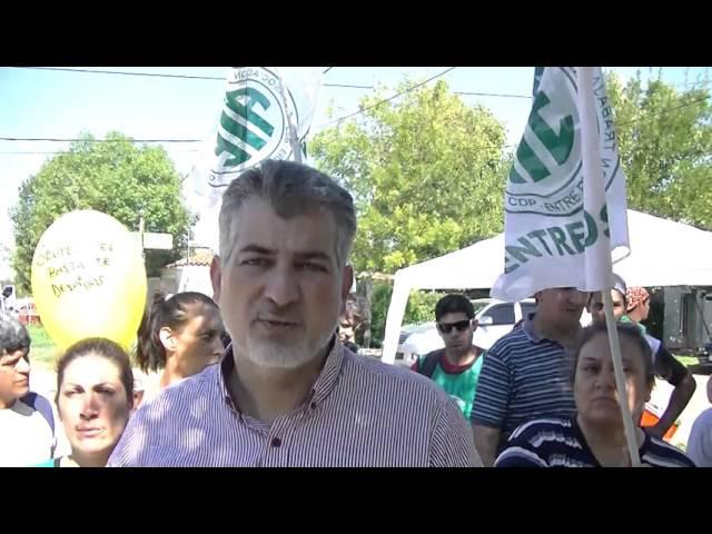 Francisco Garcilazo, durante el reclamo de ATE frente al Municipio de Viale