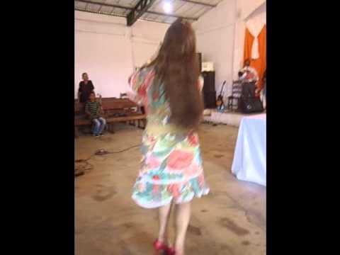 Keyla Cardoso cantando em Arapoema