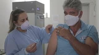 Depois de outros estados, Minas Gerais apresenta cronograma de vacinação para população adulta.