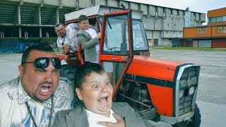 Bosanske SELJAČINE na traktoru