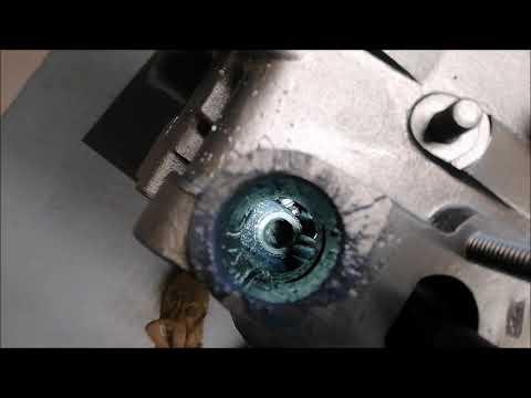Einen Verteiler Triebling beim Typ1 Käfer Motor einsetzen