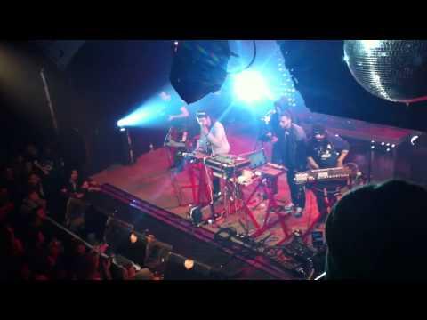 Disiz x The Toxic Avenger - Artificial Lights - LIVE @ La Machine du Moulin Rouge