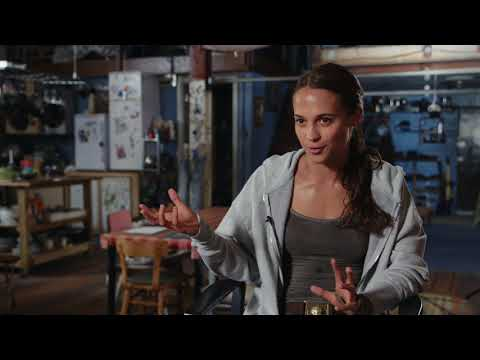 Tomb Raider (Featurette 'Becoming Lara Croft')