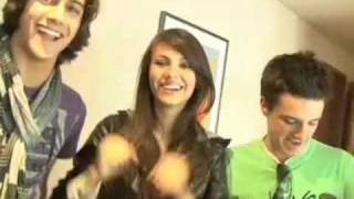 Виктория Джастис, Josh Hutcherson, Victoria Justice, Avan Jogia and the Mobo Cruiser at Kids' Choice Awards 2009
