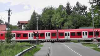 preview picture of video 'Bahnübergang Römerstraße, Valley ++ seltene Lichtzeichen am Südast der S-Bahnlinie S7'
