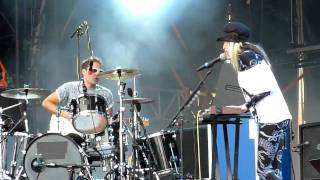 The Ting Tings - We walk (Live @ Sziget '09)