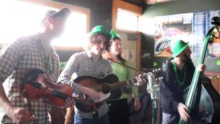 preview picture of video 'Johnny and the Apple Stompers play at The Paris Inn, Ravenna, Ohio, with impromptu guest Laura Rose'