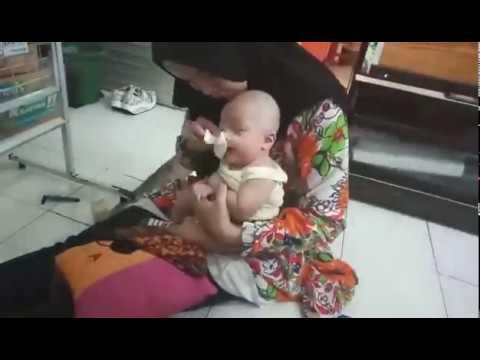 JANGAN DITIRU !! Proses Penggundulan Bocah Umur 4 Bulan..