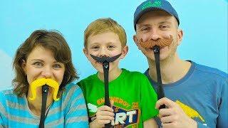 ИГРА ШЛЁП УСЫ! Весёлое видео для детей - Даник играет с Папой и Мамой! Кто же выиграет?