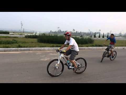 Bạn em mới học bốc ass xe đạp mà chất lòi anh em ạ, Ai bốc ass cao hơn nó em gọi bằng thánh