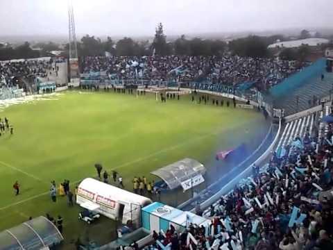 """""""Recibimiento Gimnasia de Jujuy"""" Barra: La Banda de la Flaca • Club: Gimnasia y Esgrima Jujuy"""