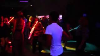 Танцы в клубе)))