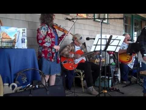 Peconic Bay Winery: Southold Slim and the Sidewalk Stompers