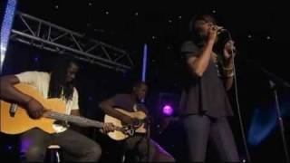 David Guetta & Kelly Rowland - When Love Takes Over (RADIO 1 LIVE LOUNGE)