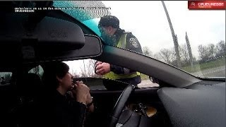 Смотреть онлайн ГАИ остановили водителя, который разбирается в работе радара