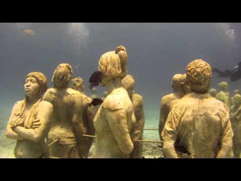 Underwater Museum in Cancun - Liquid Image Wide Angle Scuba Mask Model 324