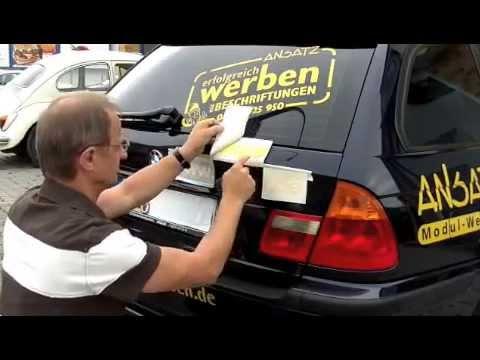 Autoaufkleber anbringen
