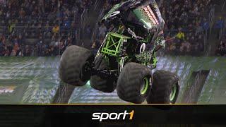 MONSTER JAM: Grave Digger siegt nach unglaublichem Freestyle   SPORT1 Motor