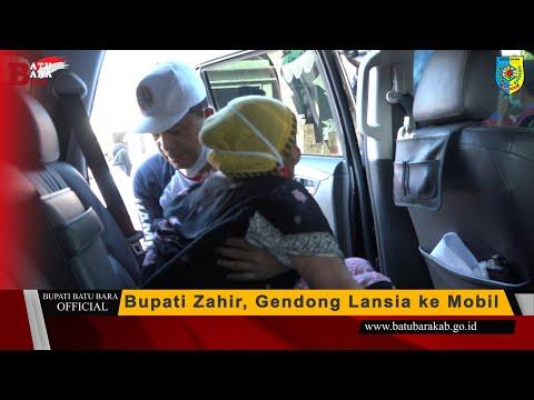 Bupati Zahir, Gendong Lansia ke Mobil