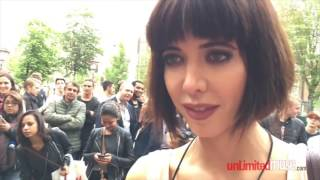 SHOCK! Girl gives passers-TOUCH their genitals! Шок,девушка дает себя трогать всем