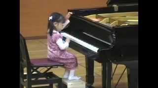 Девочка 3-х лет играет на пианино | 3 year old Hiyori plays piano