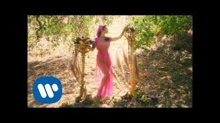 Musik-Video-Miniaturansicht zu Man's World Songtext von MARINA