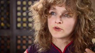 "Abigail Washburn performs ""City of Refuge"" for Quick Hits"