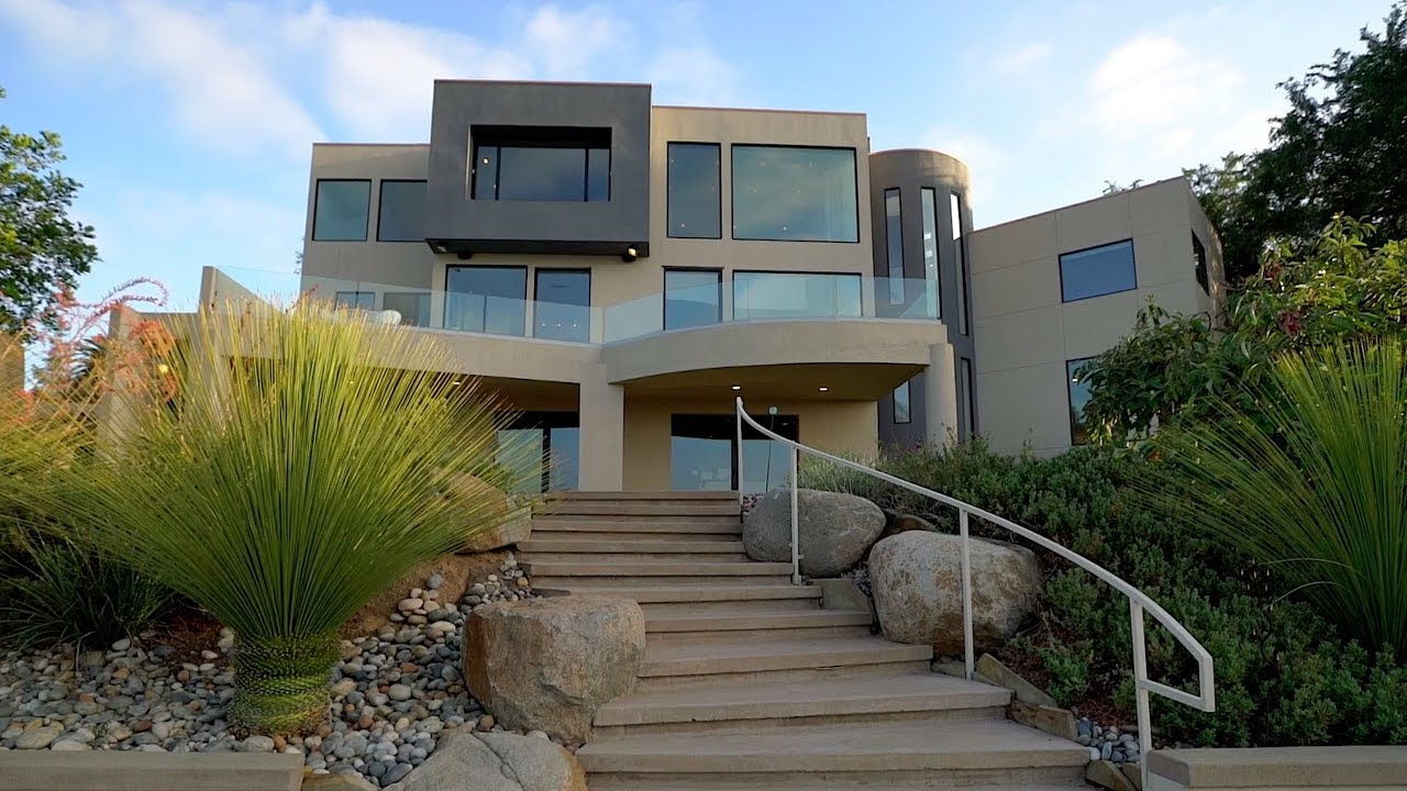 World Class Contemporary Architecture and Panoramic Views