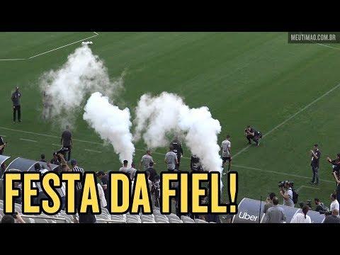 VÍDEO | Treino aberto: veja como foi a entrada dos jogadores do Corinthians