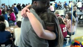 Step-dad surprising daughter at school lunch