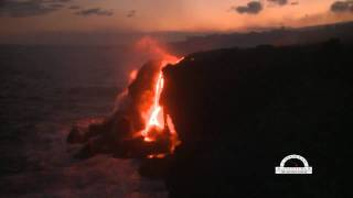 preview picture of video 'Hawaii Lava flows into ocean'