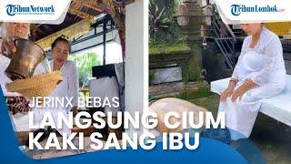 Bebas dari Penjara, Jerinx SID Langsung Cium Kaki sang Ibu dan Ikuti Upacara Melukat dengan Khusyuk