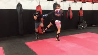 Muay Thaï combinaison - setting up the side kick