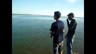 preview picture of video 'Pesca de dorados en Paso de la Patria Paraje del Pescador'