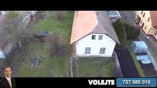Letecký pohled na rodinný dům v Dolanech u Pardubic