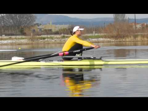 Good Sculling technique from USRowing