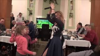 Столовая санаторий СИНЯК/Закарпатье/Песни,Танцы  в столовой