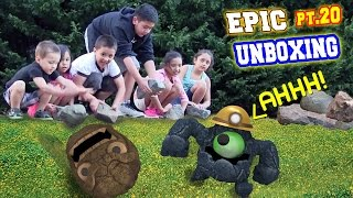 ROLLING ROCKS on ROCKY ROLL! Epic Unboxing Part 20 w/ a REAL SNAKE too! (Skylanders Trap Team)