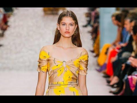 CAROLINA HERRERA Spring Summer 2019 New York - Fashion Channel