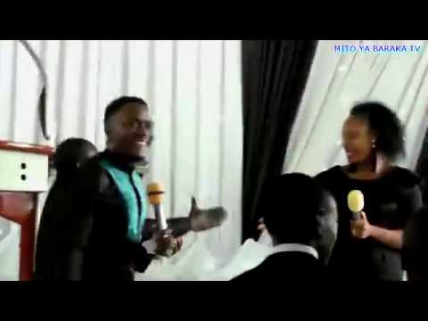 Masanja mkandamizaji akandamiza Song nlilowatuliza watu kwa Yesu Mito ya Baraka Church