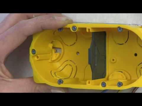 Transformer une prise électrique simple en prise double dans une plaque de plâtre