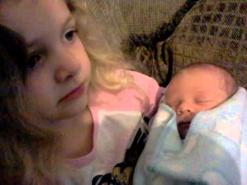 Elliana meets her baby brother 3