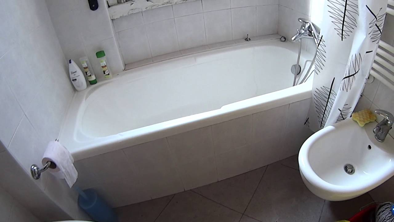 Rooms for rent in spacious apartment with AC in Zara area