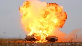 Deluxe's Car Exploded!